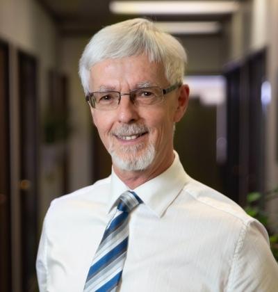 Harold Lindsay master gemologist